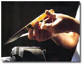 Alcuni oggetti di             artigianato sardo - coltello